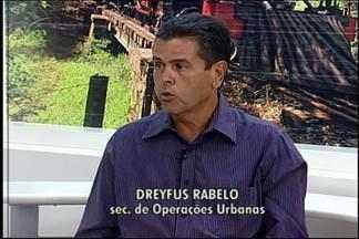 Buracos se multiplicam e Prefeitura inicia operação em Divinópolis - Executivo divulgou trabalhos e disse que obra é paliativa. Secretário de Operações Urbanas, Dreyfus Rabelo, falou sobre o problema.