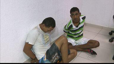 Perseguição e tiroteio em Jaguaribe termina com dois homens presos em João Pessoa - A reação de dois homens em uma moto chamou a atenção da polícia. Na tentativa da abordagem houve perseguição e tiroteio no bairro de Jaguaribe.