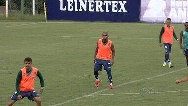 Bom cobrador de faltas, Anderson Salles chega confiante ao Goiás - Zagueiro de 27 anos pode ser importante substituto de Fred, que foi para o Grêmio.