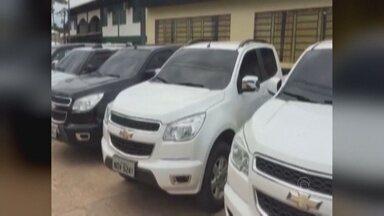 Polícia apreende 12 veículos roubados e prende 5 pessoas em Coari, no AM - Suspeitos foram presos por receptação e uso de documento falso. Entre os envolvidos estão fazendeiros, empresários e motoristas de táxi.