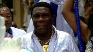 Neguinho da Beija-Flor recebe homenagem, na Cidade do Samba - Ao completar 40 anos de escola, Neguinho da Beija-Flor ganha bolo e parabéns, na Cidade do Samba.