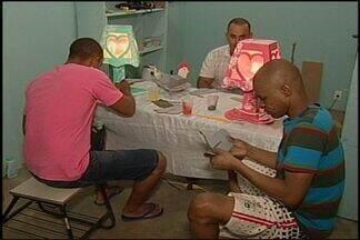 Detentos buscam recuperação por meio de atividades na Apac em Araxá - Terapia ocupacional é um dos trabalhos realizados pela unidade.