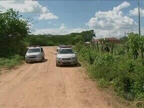 Polícia prende dois suspeitos de assalto no Sertão - Eles teriam abordado uma van que seguia para Serra Talhada, diz PM.
