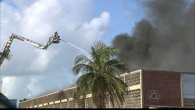 JPB2JP: Incêndio numa fábrica de sandálias no Distrito Industrial de João Pessoa - Perícia investiga as causas.