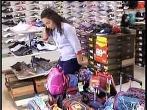 Lojas de uniformes apostam nas vendas para as volta às aulas em Valadares - Empresários dizem que consumidores sempre levam mais de um item na hora da compra.