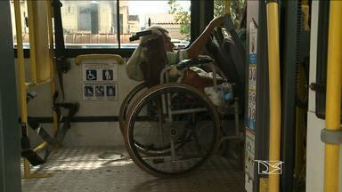 Associação dos Usuários do Transporte Coletivo faz pesquisa sobre acessibilidade em ônibus - Enquanto o problema não é resolvido, cadeirantes sofrem com falta de acessibilidade nos coletivos.