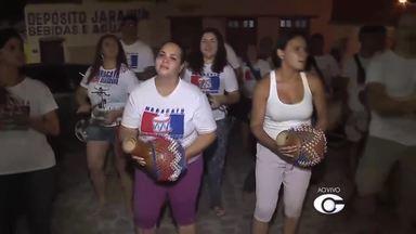 Grupos fazem ensaios para o desfile das prévias de carnaval em Maceió - Ensaios animam o bairro de Jaraguá, em Maceió.