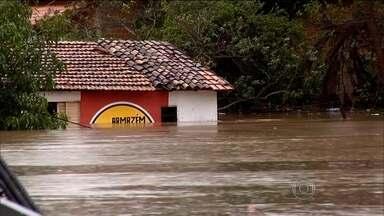 Temporada de chuvas chega ao Maranhão fazendo estragos - Parte da cidade de Balsas está debaixo d'água e várias casas estão quase submersas. Em Pedreiras, alguns córregos transbordaram e até o hospital foi atingido.