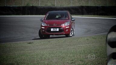 Saiba como reagir se o carro escapar de frente em uma curva - Saiba como reagir se o carro escapar de frente em uma curva.