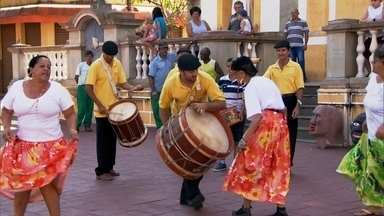 Samba de bumbo é tradicional em Pirapora do Bom Jesus - A cidade é conhecida como berço do samba paulista, que completa 100 anos. Conheça também a história do carnaval de rua de São Paulo.
