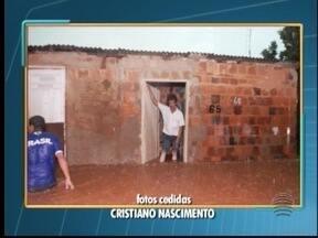 Temporal alaga ruas e residências de bairro em Osvaldo Cruz - Moradores da Vila Esperança tiveram prejuízos com a chuva que atingiu a cidade nesta sexta-feira (5).