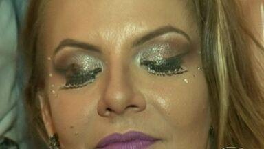 Tá na moda: maquiador da dicas de como se arrumar para o carnaval, no Sul do ES - Rodolfo Miranda explica como fazer um maquiagem especial para o carnval.