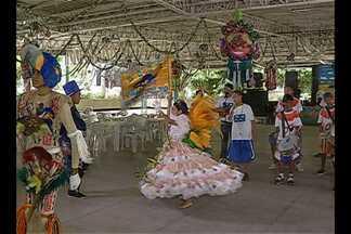 As crias do Curro Velho e o cantor Eloi Iglesias participaram do programa deste sábado - O que não faltou foi samba e muita animação.