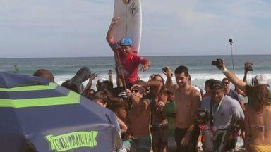 Conheça a trajetória do surfista Alex Ribeiro - O atleta vai representar a cidade de Praia Grande na elite do surf mundial.