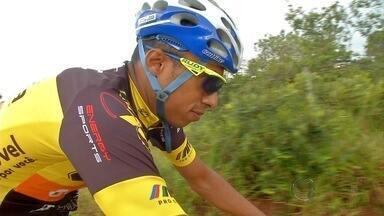 Atleta de MS vai encarar desafio de nacional de ciclismo de pedalar 24 horas sem parar - Ciclista Anderson Carvalho tem 37 anos e se prepara para maior desafio da carreira: pedalar 24 hora sem parar. A prova é em março, no interior de São Paulo.