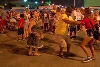 Blocos e bailes abrem a primeira noite de folia em Mogi das Cruzes - Mogianos caem na folia na sexta-feira de carnaval.