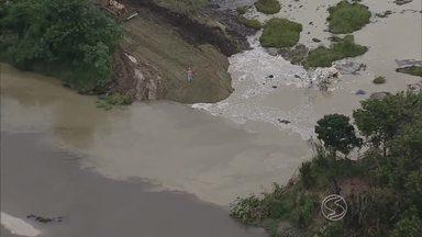 Após rompimento de barragem, risco de mancha chegar ao Sul do RJ é mínima - Vazamento foi contido na tarde deste sábado (6), após um trabalho de reparo na barragem da lagoa de rejeitos, em Jacareí (SP).