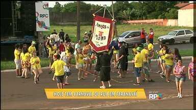 """Confira o """"esquenta"""" dos blocos de carnaval em Paranavaí - A partir das 20h30 deste sábado (06) os blocos de carnaval desfilam pela av. Tancredo Neves, em frente ao estádio municipal."""