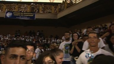 Evangélicos se reúnem durante encontro no Goiânia Arena - Evento dura quatro dias e espera receber 20 mil pessoas, que irão aproveitar shows de música gospel.