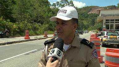 Polícias Rodoviárias orientam motoristas para viagens seguras na Zona da Mata - Há trechos com pistas ruim na rodovias estaduais. Haverá blitzen com bafômetros para inibir abusos dos motoristas.