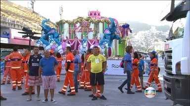 É grande a expectativa para conhecer a grande campeã do carnaval do Rio - A Mangueira foi a última escola do Grupo Especial a passar pela Sapucaí, já no início da manhã desta terça-feira (9)