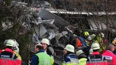 Dois trens batem de frente na Alemanha - O grave acidente deixou nove feridos e cerca de 100 pessoas feridas. A correspondente na Europa, Cecília Malan, traz as novidades.