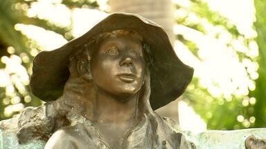 Estátua Mulher Peruana - A estátua é muito conhecida em Lins porque é uma homenagem às mulheres peruanas.