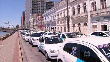 Taxistas realizam protesto por mais segurança no trabalho - Cerca de 300 motoristas participaram de mobilização no Centro