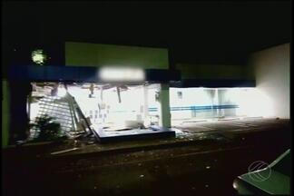 Caixas eletrônicos são explodidos em agência de Itapagipe - Fato ocorreu na madrugada desta sexta-feira (12). Grupo fugiu em veículos e ainda não foi localizado.