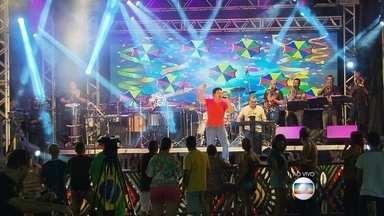 Almir Rouche celebra 30 anos de carreira com show aberto ao público no Recife - Cantor fará vários shows ao longo do primeiro semestre. CD deve ser lançado em outubro.
