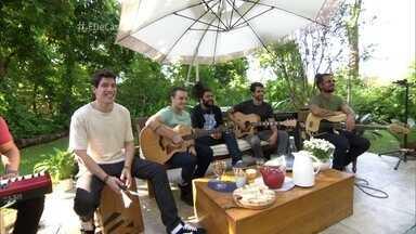 Onze:20 abre o É de casa cantando a música 'Pra você' - Banda começa com muito reggae