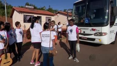Soldados do Exército e agentes visitam casas no Dia D contra a dengue em Três Corações - Soldados do Exército e agentes visitam casas no Dia D contra a dengue em Três Corações