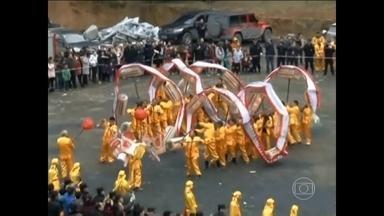 Chineses celebram Festival da Primavera - Festival é uma das datas mais importantes do calendário chinês e é um momento para reunir a família e comemorar, da mesma forma que o Natal no Ocidente.