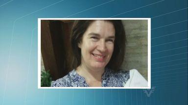 Esposa de PM morta na porta de casa com tiro na nuca é sepultada em SP - Vítima foi assassinada na porta de casa com um tiro na nuca. Caso é investigado pela Delegacia Anti-Sequestros de Santos.