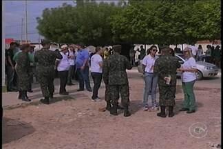 No dia de mobilização nacional de combate ao mosquito, exército foi as ruas de Petrolina - O exército foi as ruas pra fiscalizar e conscientizar a população.Em Petrolina, todos os bairros estão sendo visitados.