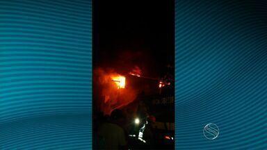 Corpo de Bombeiros é acionado para conter incêndio em Itabaiana - Corpo de Bombeiros é acionado para conter incêndio em Itabaiana.