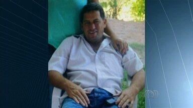 Polícia prende suspeitos de participar da morte de PM em assalto a chácara - Detidos após furto a mercearia, eles negam ter matado cabo Antônio Moreira. Segundo delegado, os quatro presos cometeram inúmeros crimes em Goiás.