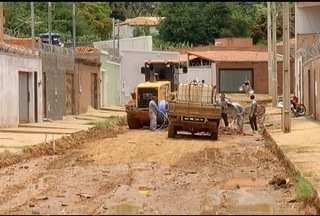 Moradores de Montes Claros reclamam de falta de água - Bairro Nossa Senhora Aparecida passa por transtornos desde reformas no asfalto.