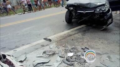 Acidente na Rio-Santos deixa cinco ferido em São Sebastião, SP - Batida foi entre três veículos e um ônibus.