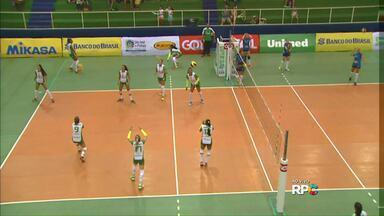 Seleção feminina de Cascavel encara o São José dos Pinhas pela Superliga B de vôlei - O time de Cascavel está em segundo lugar na competição e tem no time duas ex-jogadoras da seleção brasileira.