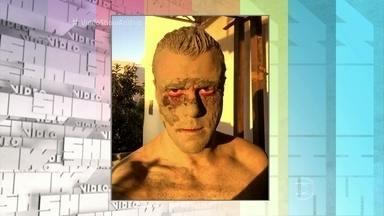 Mesmo na lama, Joaquim Lopes seduz - Joca explica que a foto que postou na rede social foi um teste de maquiagem para a série 'Supermax'