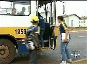 Pais de estudantes da rede estadual reclamam da falta de transporte escolar em Araguaína - Pais de estudantes da rede estadual reclamam da falta de transporte escolar em Araguaína