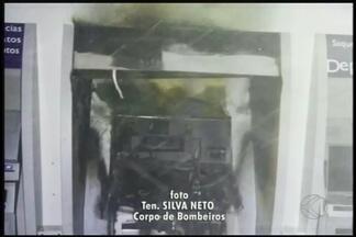 Caixa eletrônico pega fogo em agência bancária em Uberaba - Polícia Federal afirma que incêndio foi ato de vandalismo. Crime ocorreu na Avenida Prudente de Moraes, na noite de segunda-feira (22).