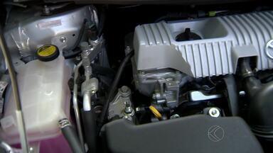 Frota de táxis já conta com carros híbridos em Juiz de Fora - Dois veículos que não poluem ambiente já prestam serviço. Até abril, outros três vão atender a população.