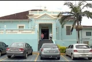 Homem surta e agride pacientes de pronto atendimento em Ouro Fino - Cinco das sete pessoas que ficaram feridas estão internadas no hospital.
