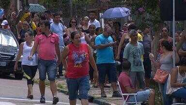 Eleitores formam filas para recadastramento biométrico no RS - Pelo menos 43 municípios do Rio Grande do Sul estão com o recadastramento biométrico em andamento.