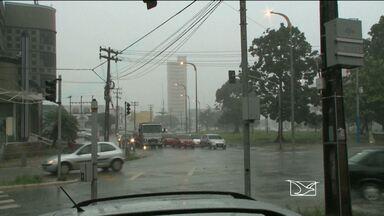 Chuva forte complica o trânsito nesta terça-feira (23) na capital - Chuva forte complica o trânsito nesta terça-feira (23) na capital.