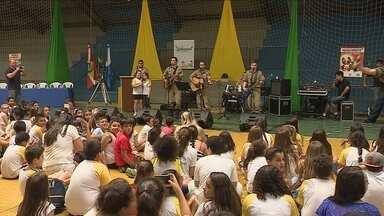 Governador Celso Ramos aposta na educação para conscientizar sobre a farra do boi - Governador Celso Ramos aposta na educação das crianças para conscientizar sobre a farra do boi