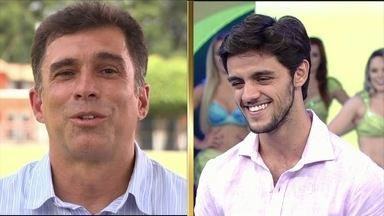 Ex-técnico de futebol conta história com Felipe Simas - Ator fica surpreso com homenagem