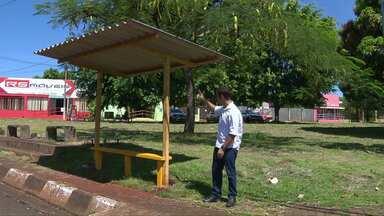 Foztrans resolve problemas de pontos de ônibus em Foz - Desde o ano passado o Paraná TV acompanha a situação dos usuários do transporte coletivo de Foz